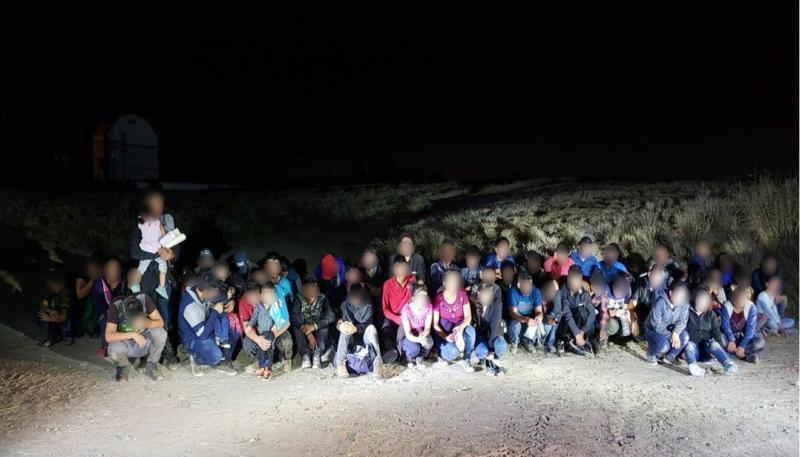 Photo of 35 Illegal Aliens and 8 Smugglers Captured on Texas Border